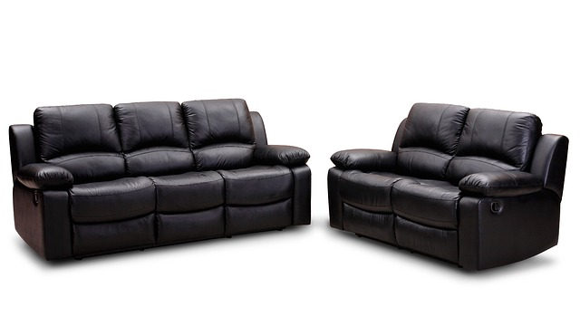 leather-sofa-186636_640